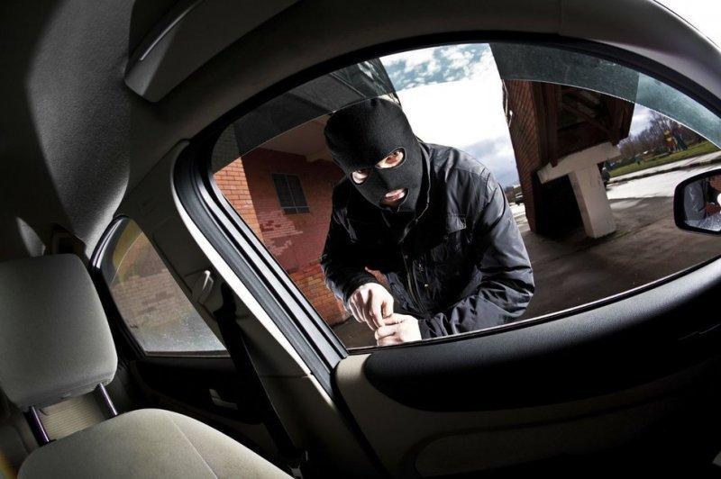 Известно лицо мошенника, вскрывающего автомобили сканером в Одессе (ФОТО)