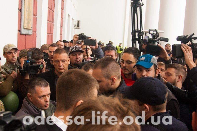 В Одесском горсовете не хватило мест для желающих присутствовать на сессии (ФОТО)