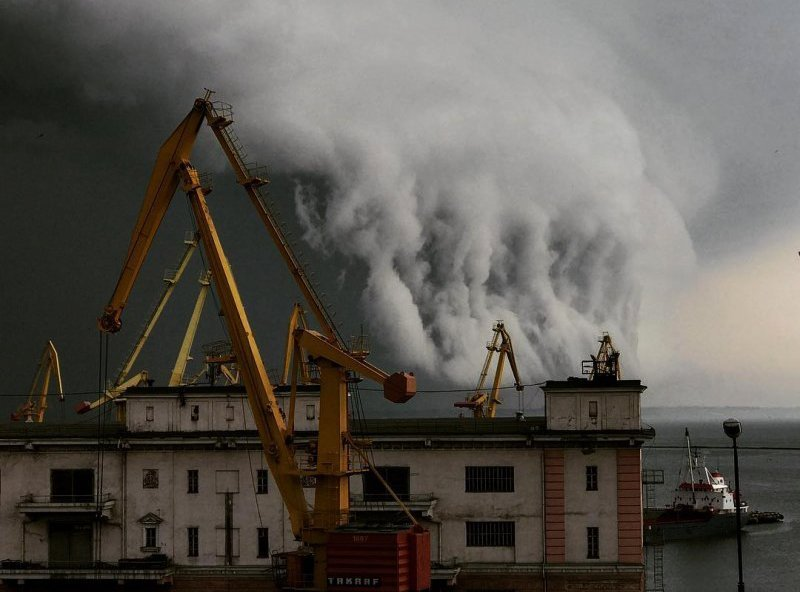 Ураган в Одессе переносится на ночь