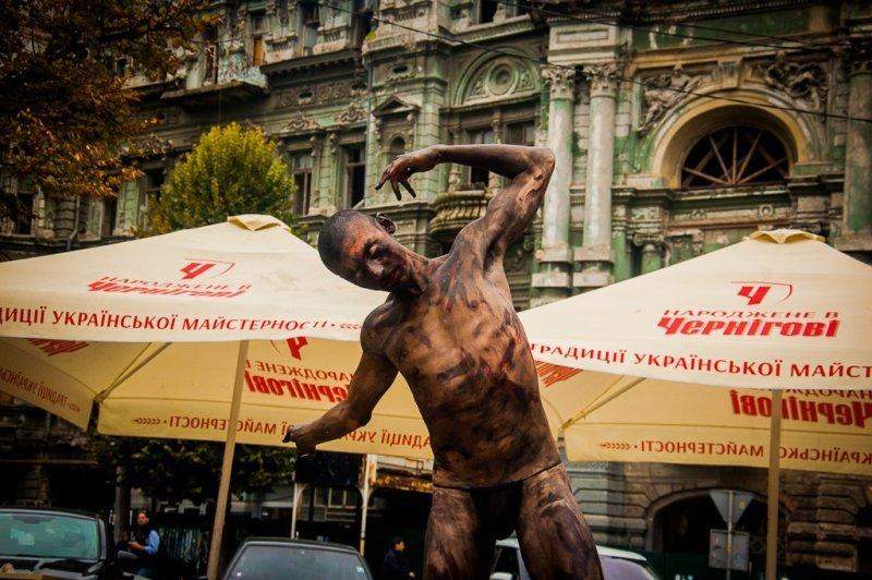 Одессит исполнил обнажённый танец в центре города (ФОТО)