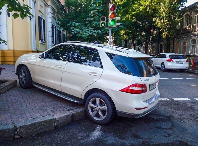 Самые блистательные автохамы Одессы: подборка месяца (ФОТО)