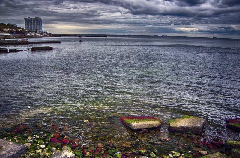 «Радужные камни» на одесском побережье (ФОТО)