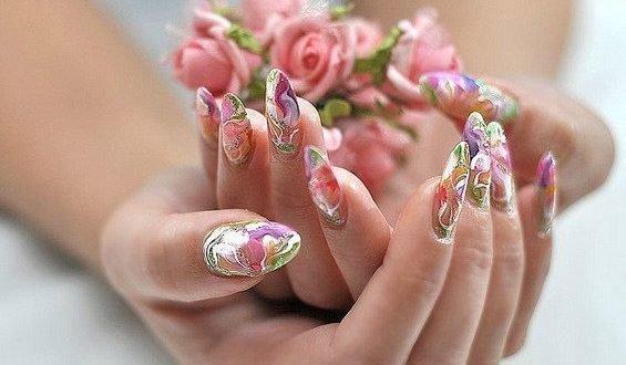 Акриловая стойкость ногтевого дизайна
