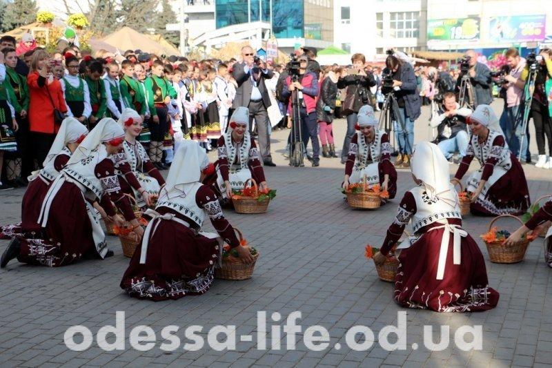 В столице Гагаузии прошел десятый фестиваль вина (ФОТО)