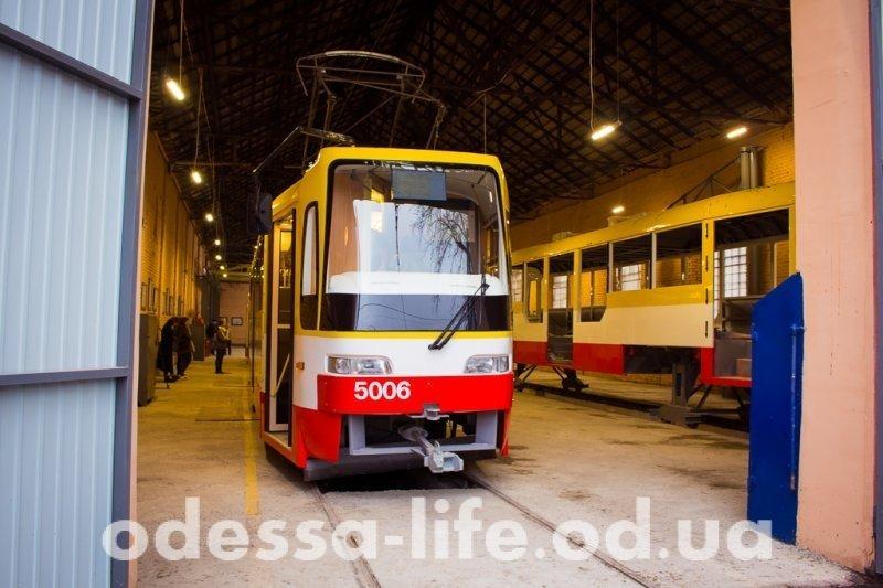 В Одессе официально презентовали трамвай «Каштан» (ФОТО)