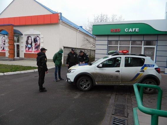 Аккуратный преступник ограбил бабушку и пошел развлекаться (ФОТО)