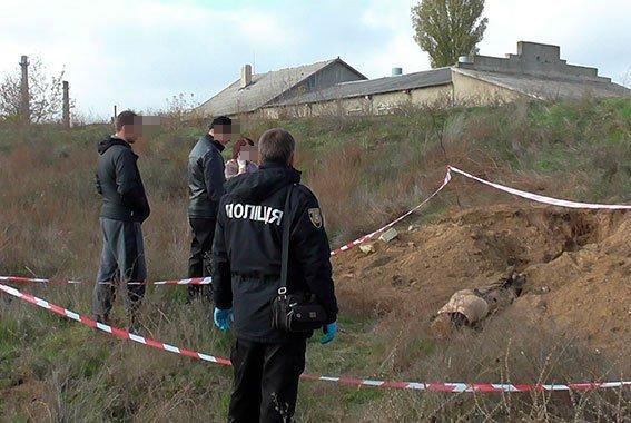 Закопали у железной дороги. В Одесской области по горячим следам раскрыли убийство (ФОТО, ВИДЕО)