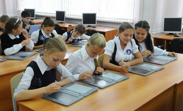 Одесские школьники получат электронные дневники, а учителя – электронные журналы