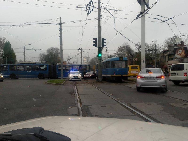 Трамвайная фотопробка на 5-й станции (ФОТО) (Дополнено)