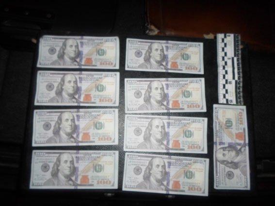 Проверяйте доллары не отходя от авто (ФОТО)