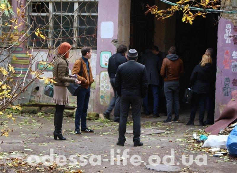 Дворик в центре Одессы познал лихие 90-е (ФОТО)