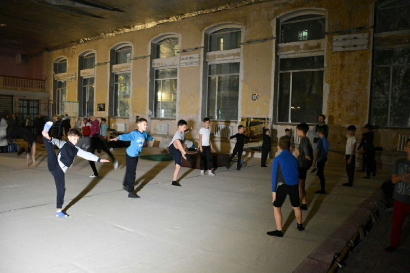 Спортзал в одесской спортшколе: темнота, холод и плесень (ФОТО)