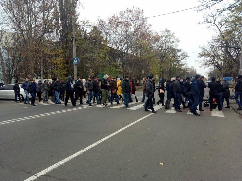В Малиновском районе замерзающие одесситы перекрыли движение (ФОТО)