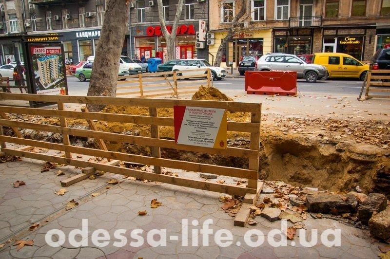 На Ришельевской ремонтируют тротуары (ФОТО)
