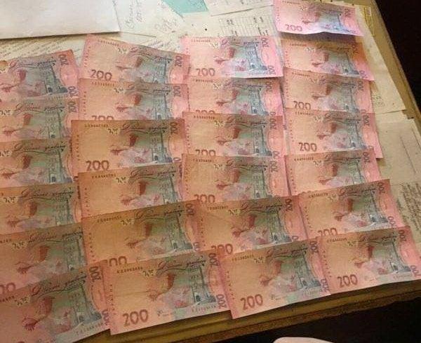 Взятки в Одессе теперь берут даже пионеры (ФОТО)