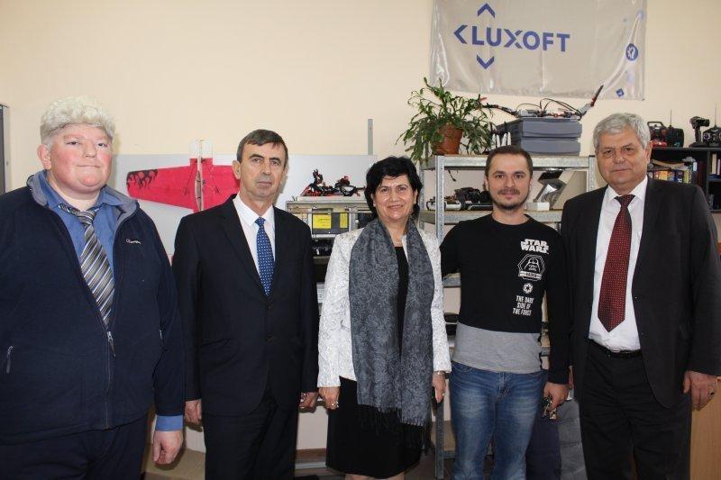 На одесскую лабораторию роботов приезжали посмотреть болгары