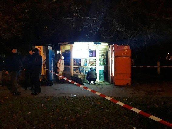 В Одессе хулиганы «взорвали» ларёк (ФОТО, ВИДЕО)