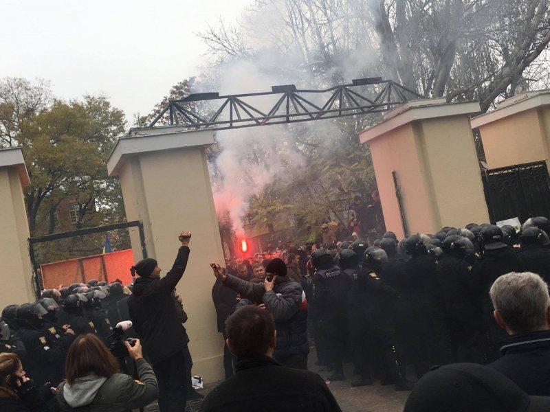 Одесский губернатор пообещал разобраться с радикалами, устроившими погром в Горсаду