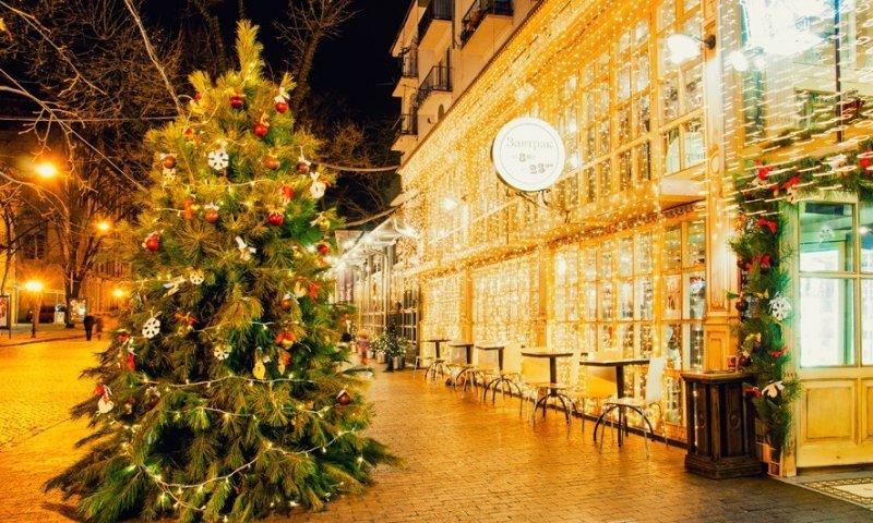 Где в Одессе самые красивые новогодние витрины?