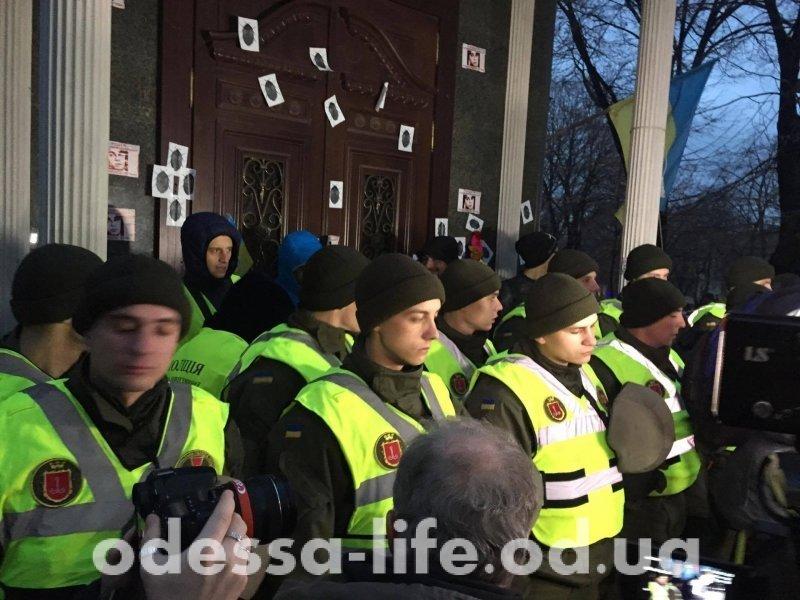 Ситуация накаляется. Одесскую Прокуратуру осаждают активисты (ФОТО)
