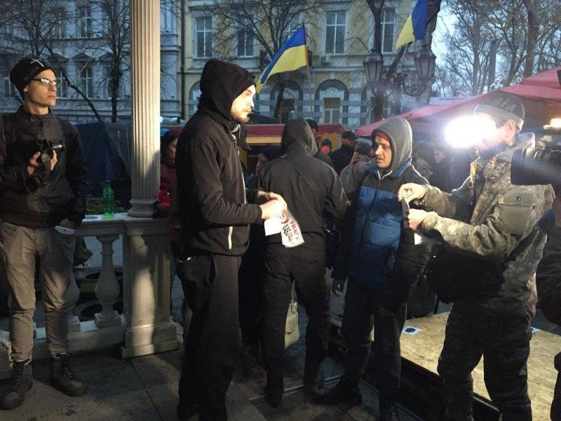 Активисты попеременно требуют освободить задержанных соратников и отправить прокурора в отставку (ВИДЕО)