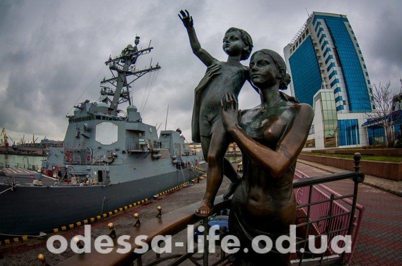 Пришвартовался. Американский эсминец в Одессе (ФОТО)