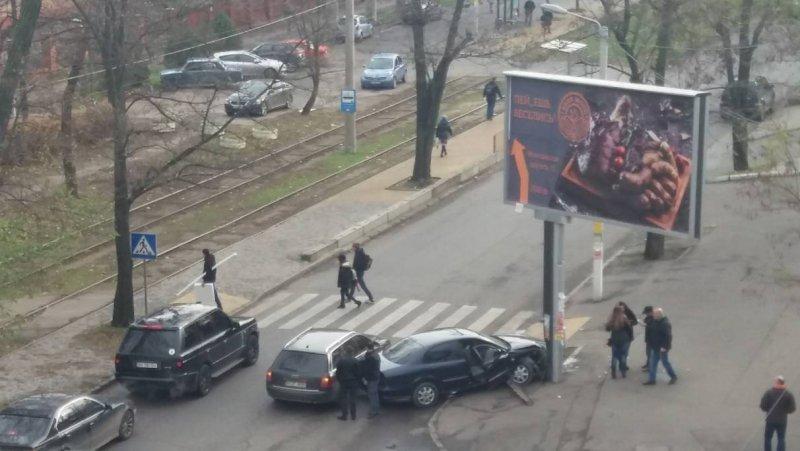 На Среднефонтанской не проехать (ФОТО)