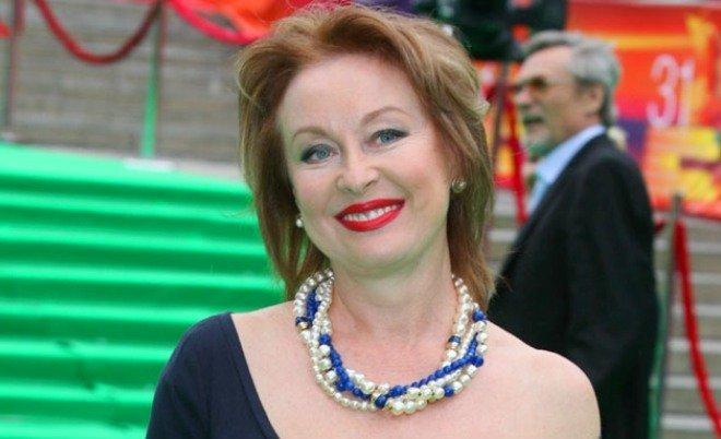 Лариса Удовиченко снимает стресс в храме