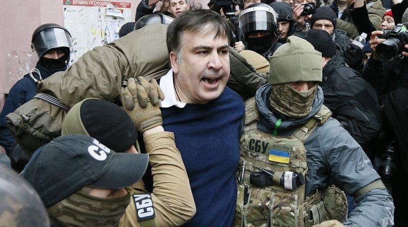 Экс-губернатор Одесской области пытался спрятаться на крыше от спецслужб (ФОТО, ВИДЕО)