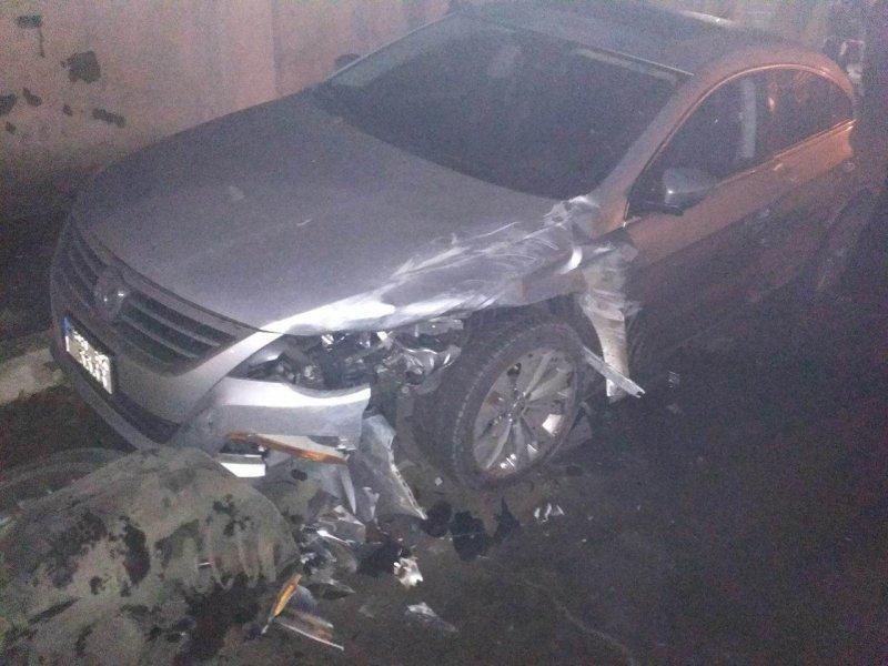 Пьяный водитель разбил четыре машины и… дерево