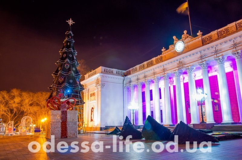 Центр Одессы преобразился к Новому году (ФОТО)