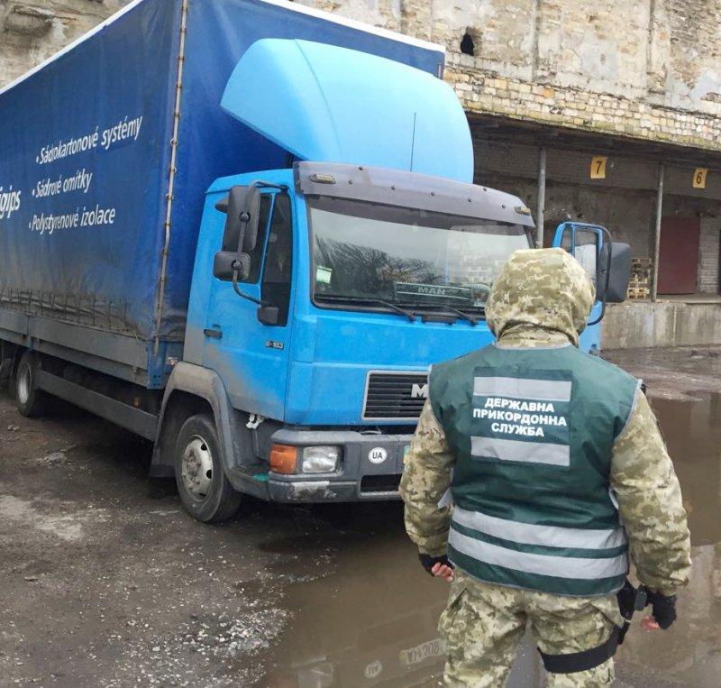 Одесские пограничники обнаружили контрабанду табака (ВИДЕО)