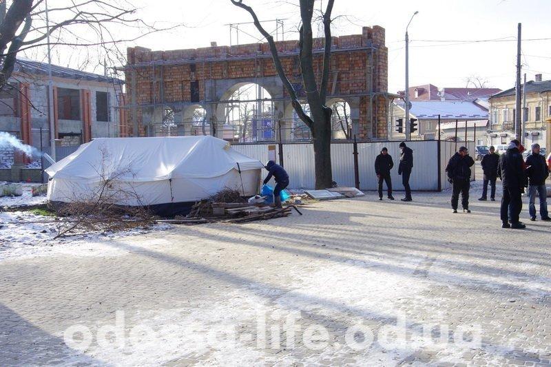 Где можно обогреться бездомному гражданину в Одессе, если на улице минус семь? (ФОТО)