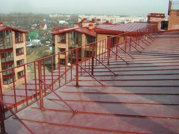 Забор для крыши и другие элементы безопасной кровли