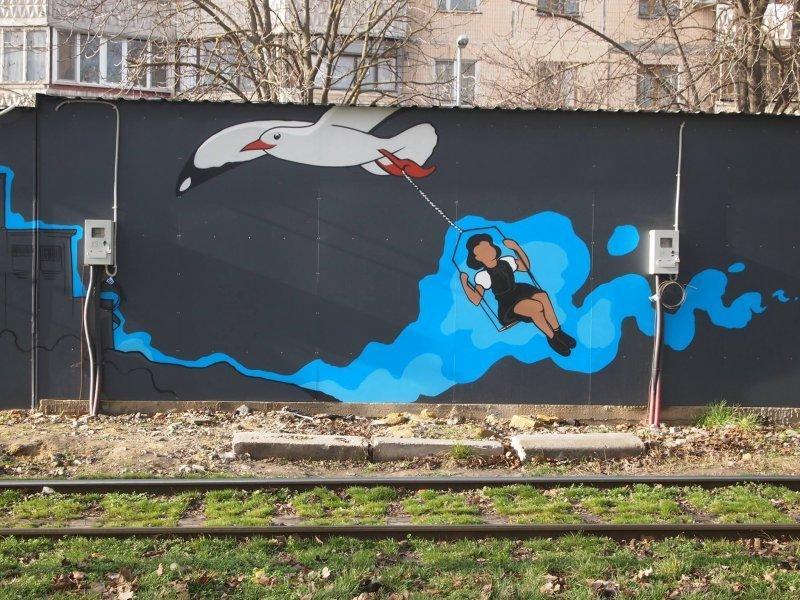 Одесские сказки на трамвайной остановке (ФОТО)