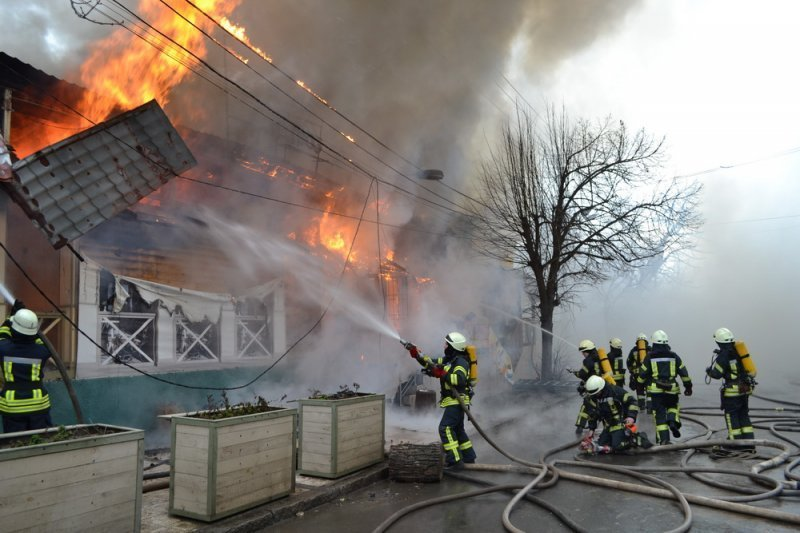 Ресторан на 16-й станции выгорел на все 300 кв. м. (ФОТО, ВИДЕО)