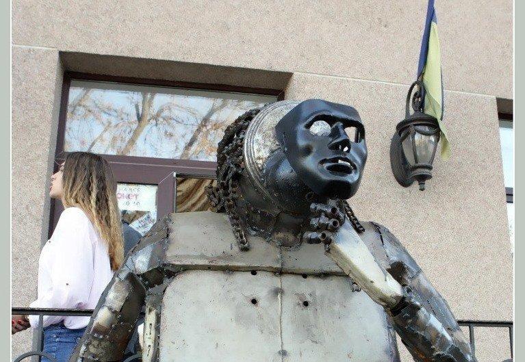 В Одессе появилась обезьяна в маске человека