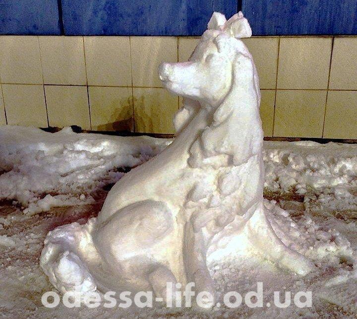 В Одессе появилась скульптура Пса-очаровашки