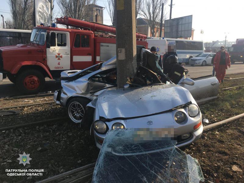 Смерть между трамвайными путями (ФОТО)