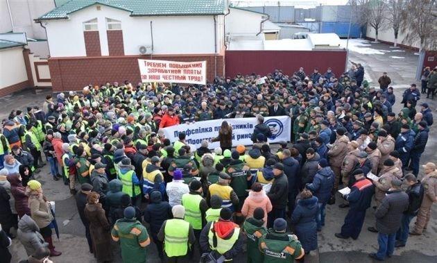 Митинг на «7 километре»: 500 человек требовали повышение окладов