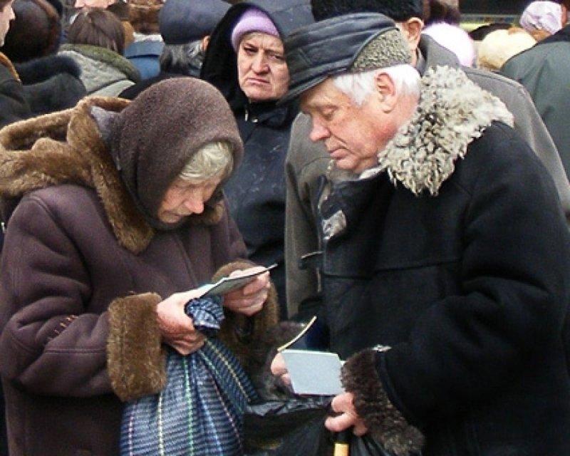 Мошенники выманивают у пенсионеров данные платежных карт