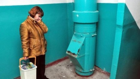 Одесситам предлагают закрыть мусоропроводы