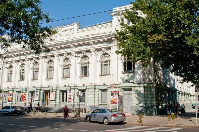 Украинский театр удивит новым фасадом, новыми ценами и близкими премьерами