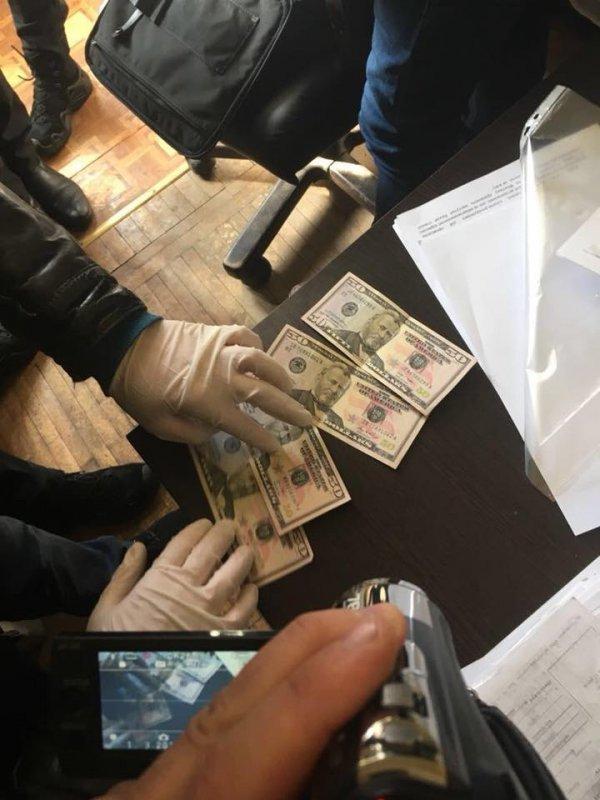 Житель Одесской области дал взятку за арест своего же авто