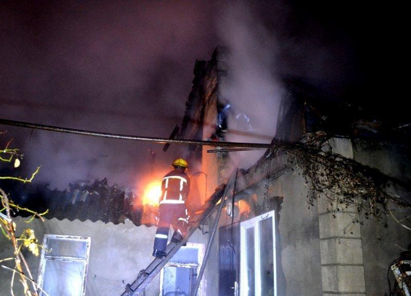 Пожар в районе плотной застройки (ФОТО, ВИДЕО)