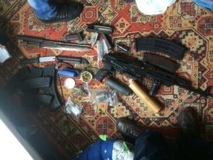 У банды изъяли оружие, взрывчатку, наркотики (ФОТО)