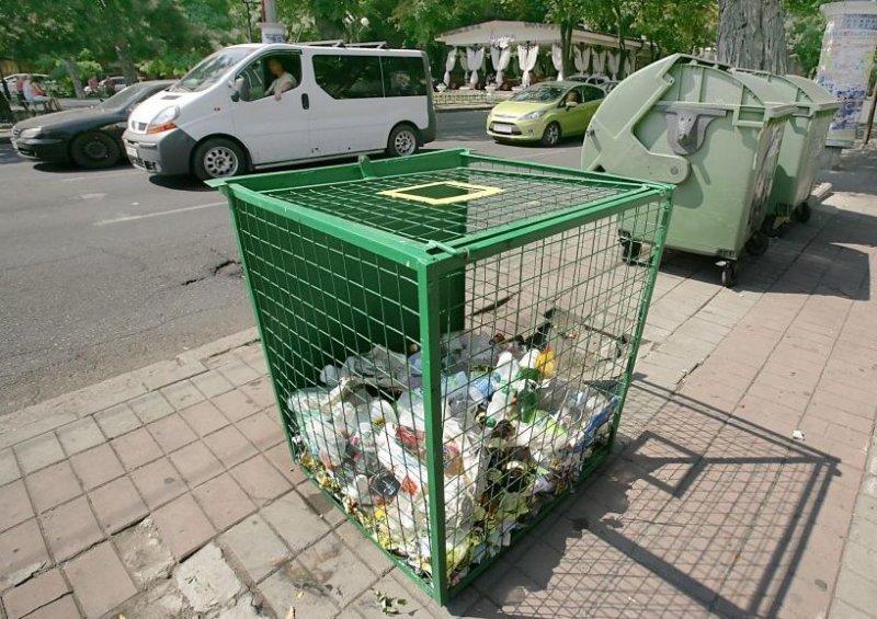 Сначала Труханову не нравились хлебные будки, теперь — контейнеры