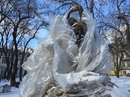 Ночные вандалы разбушевались в центре города (ФОТО, ВИДЕО)