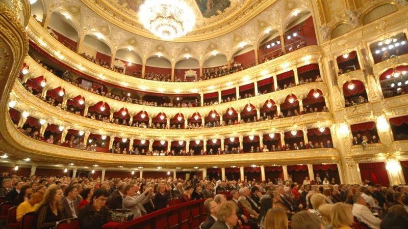 Для Оперного театра купят голографический экран