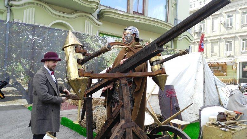 Римляне в Одессе: на Дерибасовской появилась палатка с римскими легионерами